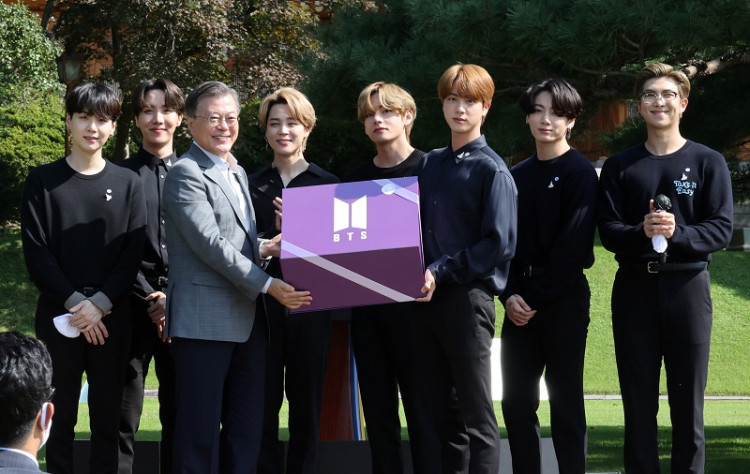 BTS Express Their Heartfelt Messages To The Youth For National Youth Day  + Reunites with President Moon Jae In At Blue House