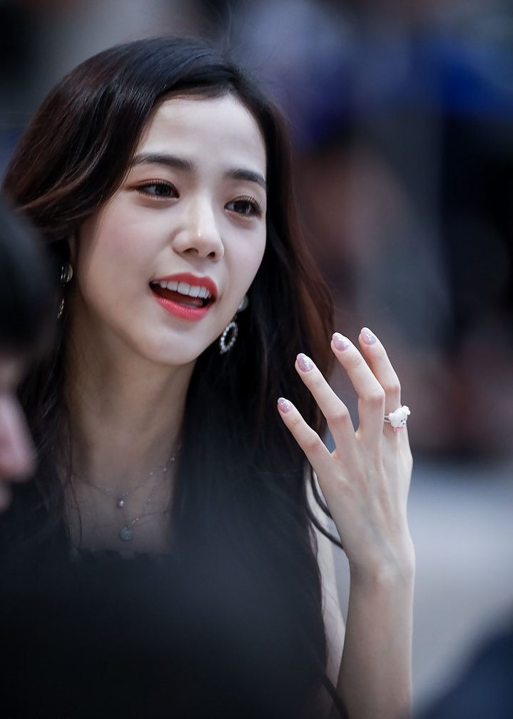 Is BLACKPINK Jisoo's Face More Fit For An Actress? Netizens Exchanged Thoughts