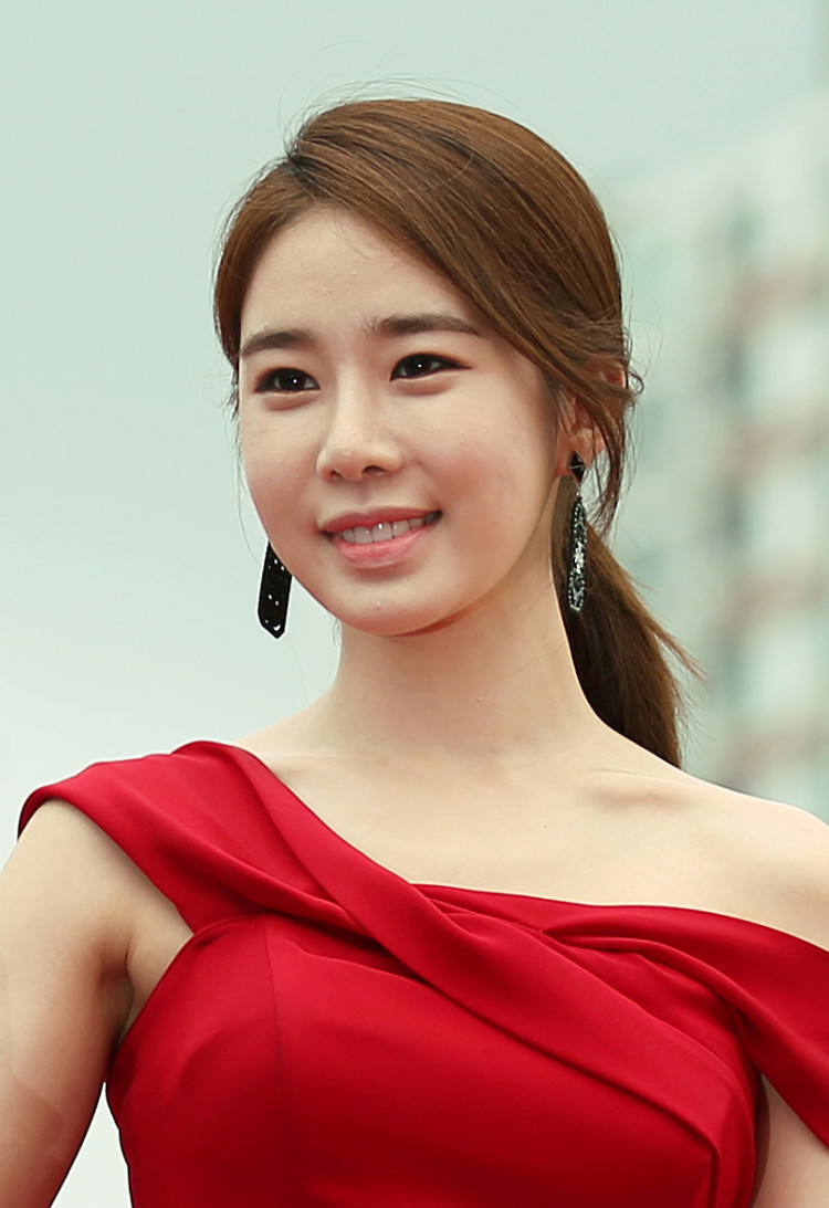 Yoo In Na Talks About Her New Characters In Upcoming Drama 'Snowdrop' And Film 'New Year Blues'
