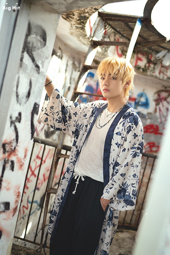 BTS V Returns To I-MAGAZINE's Fashion List, Lines Up With 'Fashion Face 2020 Awards' Top Notch