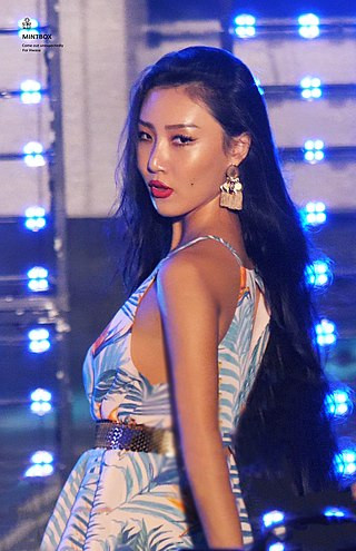 MAMAMOO's Hwasa Receives Praises For Her Superb Hanbok Look