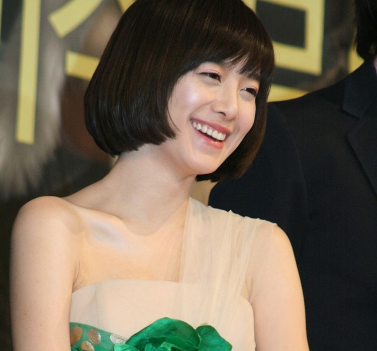 Goo Hye Sun Says She Doesn't have Celebrity Friends, Fans Scanned From Memories