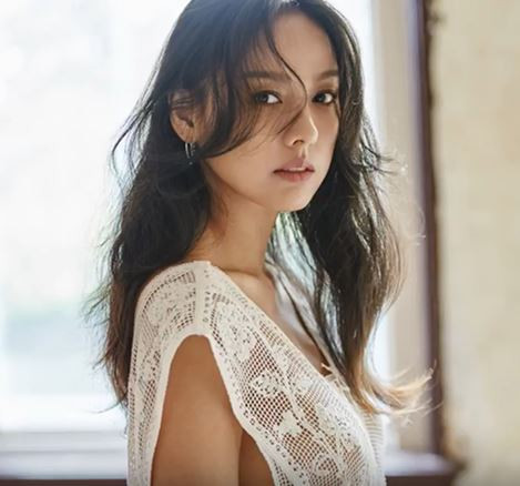 Lee Hyori Graces Harper's Bazaar Magazine